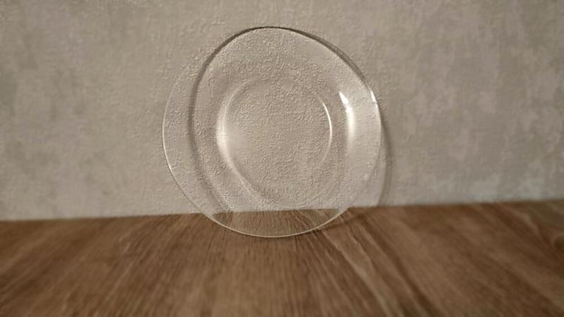 Из обычной стеклянной тарелки сделали настоящую красоту