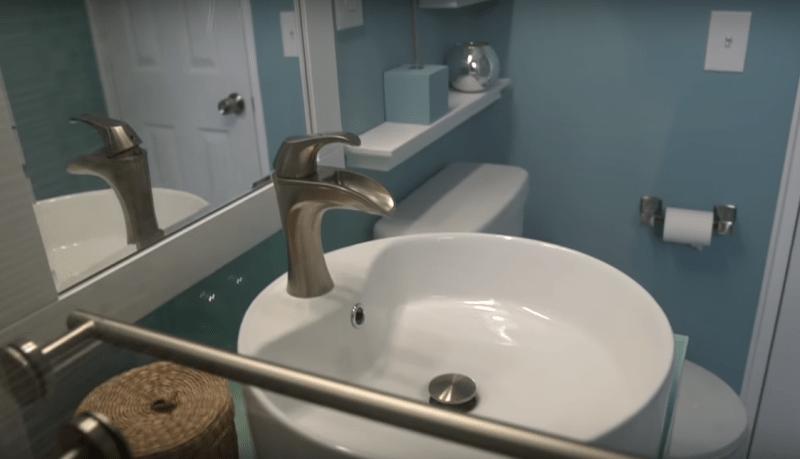 Когда нет денег на мастеров, приходится делать ремонт своими руками. Получилась очень красивая ванная комната. Фото До&После