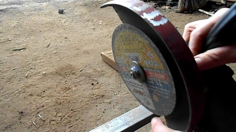 Копеечная самоделка чтобы безопасно и удобно пилить болгаркой уголки, круглые и профильные трубы.