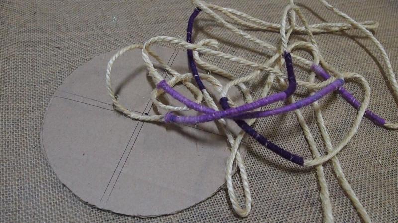 Пинтерест подарил идею создания из шпагата интересной поделки.