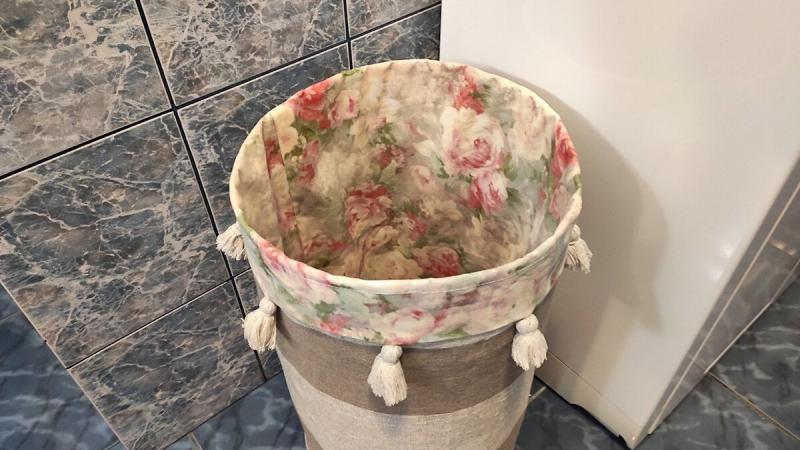 Показываю, как я из металлической сетки и остатков ткани сделала полезную вещь для ванной комнаты