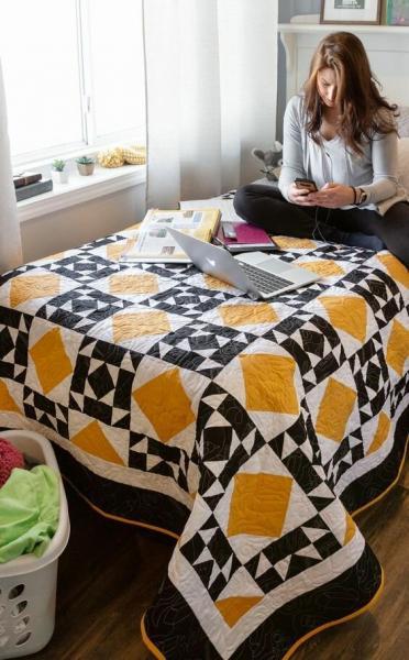 Как использовать однотонные ткани для лоскутного изделия?