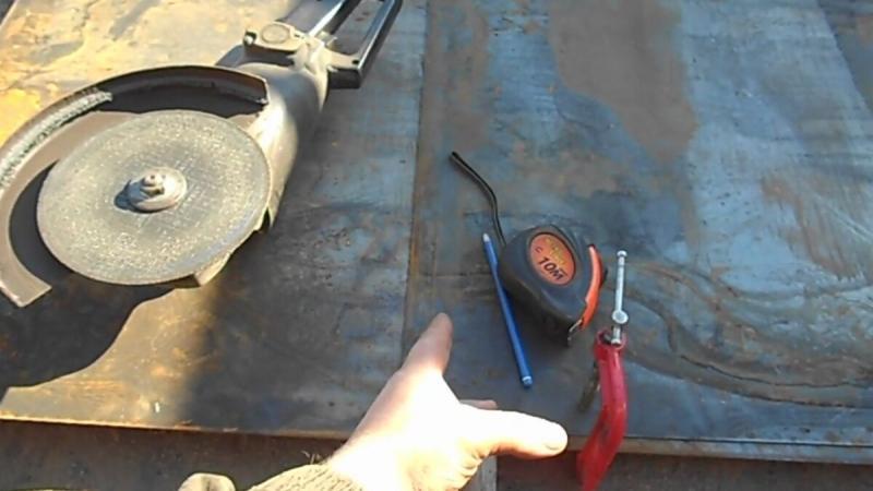 Как ровно пилить лист металла болгаркой