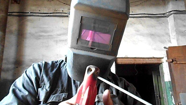 Как самоучке заварить зазор на профильной трубе 1.5 мм. Плющим электрод.