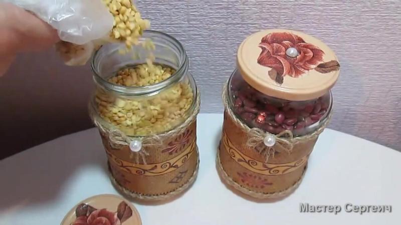 Обычные литровые банки превратили в симпатичное хранилище для сыпучих продуктов