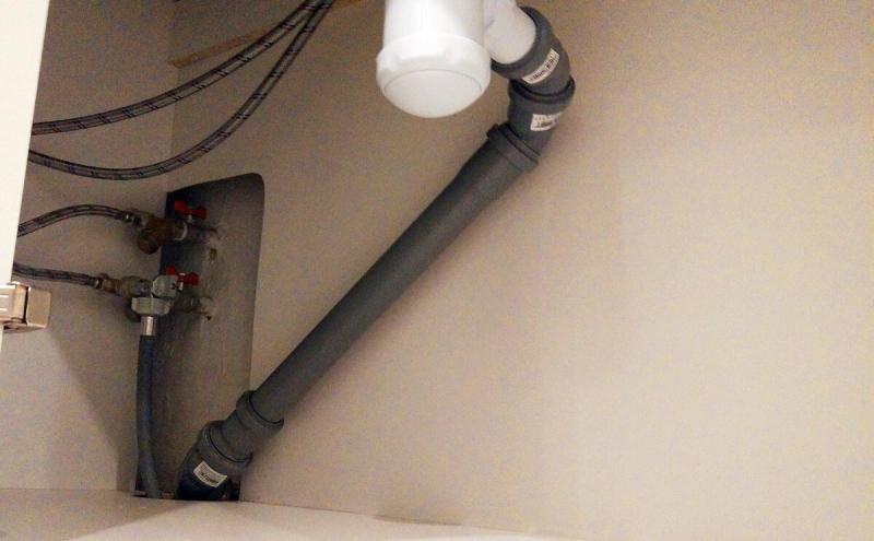 Плохо уходит вода в раковине? Почему чистить бесполезно