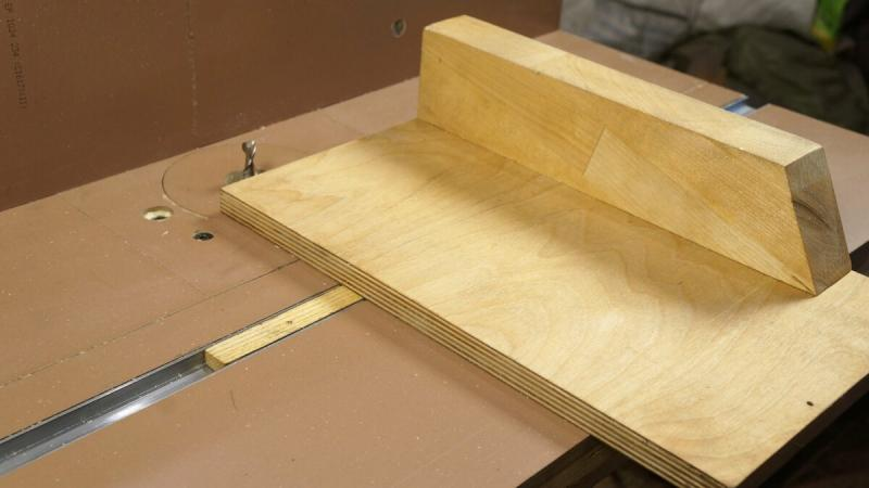 Простая каретка для фрезерного стола