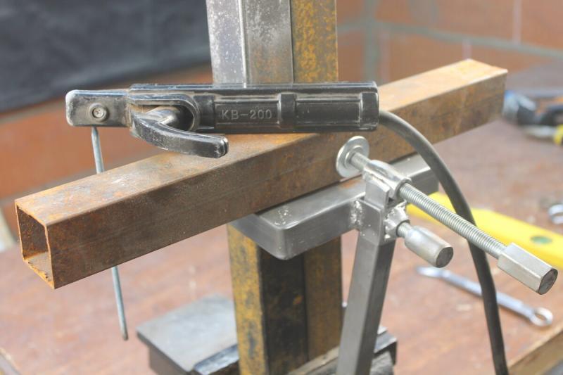 Самоделка из профильной трубы для строительства забора и других конструкций
