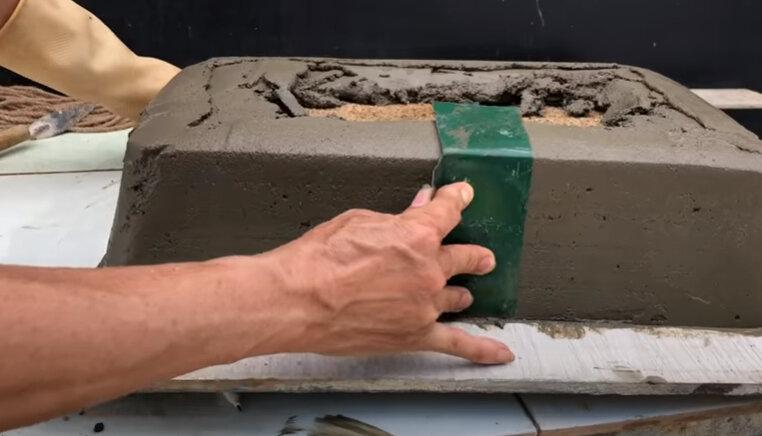 Как мастера делают стильные горшки для цветов из цемента?