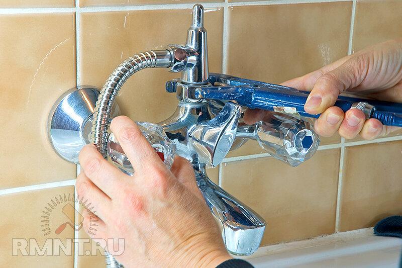 Как установить смеситель на кухне и в ванной