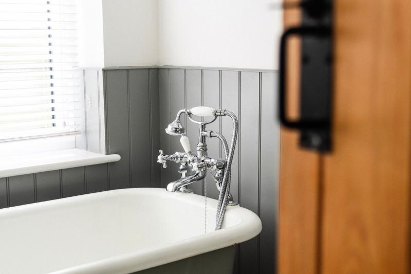 Как заменить смеситель в ванной комнате, и в каких случаях это нужно делать обязательно