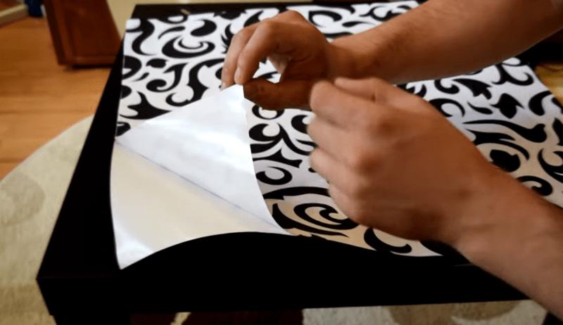 Обычный столик из ИКЕИ преобразили до неузнаваемости очень простым способом, при помощи жидкого стекла.