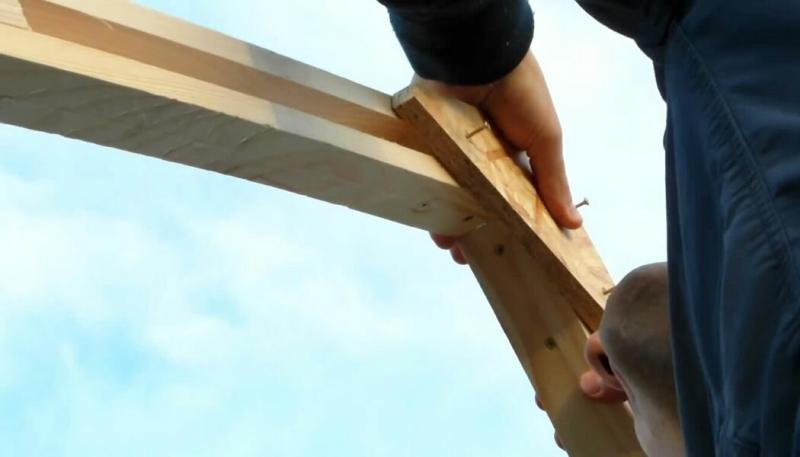 Парень придумал, как построить надёжную теплицу. Дёшево и несложно, а выдержит любой снегопад 🌱🌿🍆