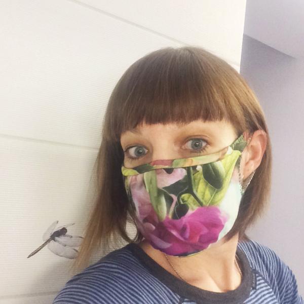 Ура! Новая выкройка идеальной маски готова. Без шва посередине и без резинок, удобная и лёгкая