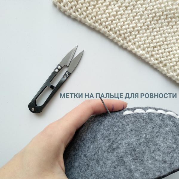 Усовершенствовала популярные уютные тапочки: простой вязаный верх, готовый низ