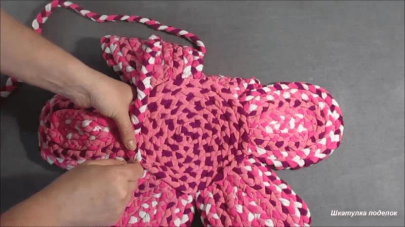 Взяла остатки трикотажных тканей и сделала замечательную поделку своими руками.