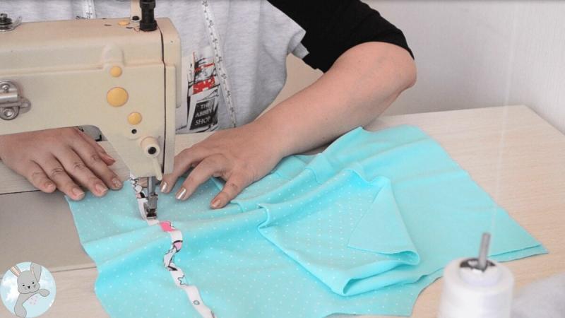 Из 2 отрезов хлопковой ткани за 175 рублей сшила дочке крутой костюм — делюсь своим новым МК
