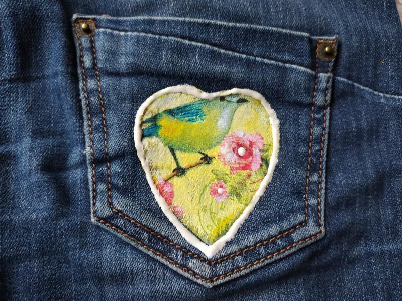 Как легко можно обновить джинсовую одежду. Посмотрите, какой классный декор у меня получился.