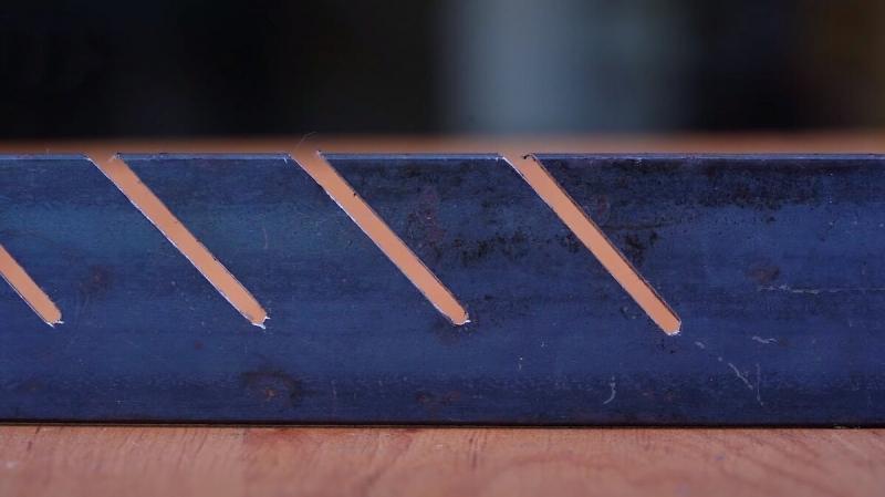 Классная и удобная подставка для хранения отрезных дисков, из металлической полосы