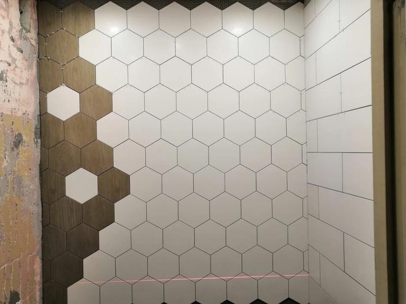 Сделал ремонт в ванной и решил выложить рисунок из плитки 👀 До/После