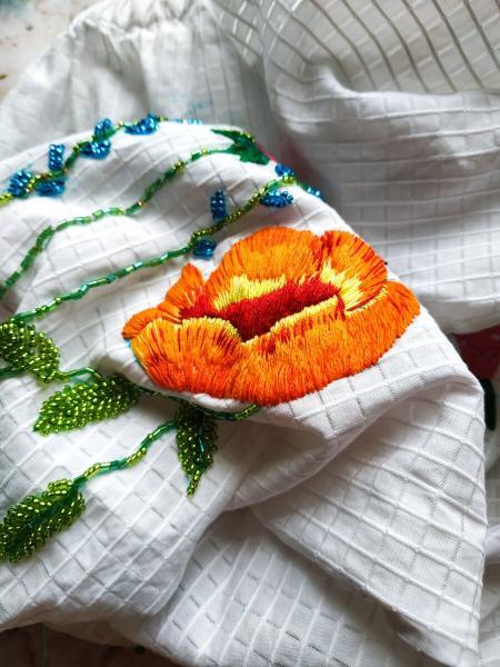 Хозяйка ателье заказа вышивку на блузке и ее мнение постоянно менялось! Как думаете, понравился ей результат или нет?
