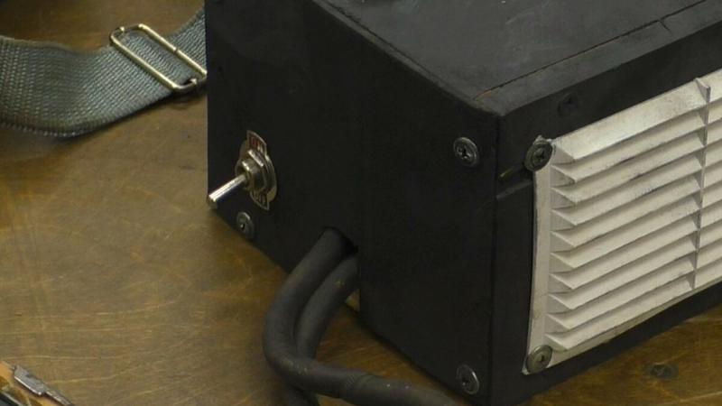 Самодельный аппарат для работы в гараже из зажима массы.