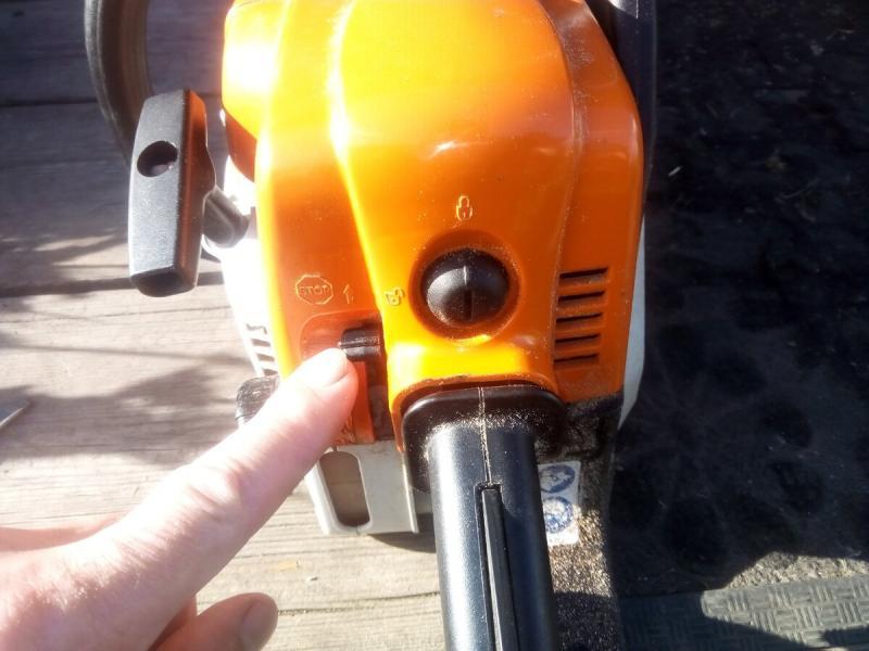 Сосед попросил настроить бензопилу, его Штиль 180 не развивает обороты при нагрузке. Показываю, в чём была причина