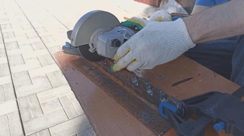 Из уголка и шпильки сделал нужный станок для дома и дачи.