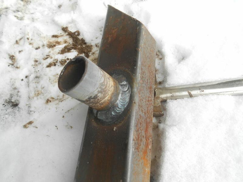Как болгаркой или сваркой вырезать круглое отверстие в металле.