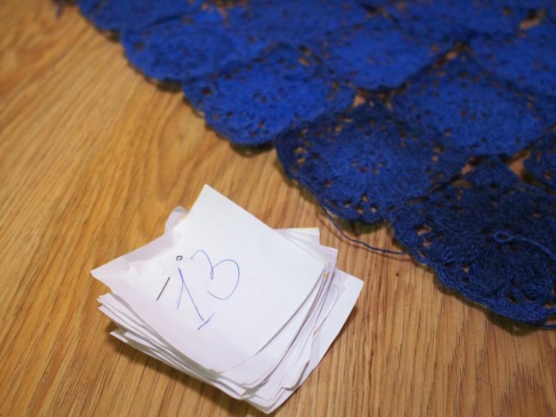 Как я собираю изделия из мотивов и схема шали, о которой вы спрашивали. Васильки.