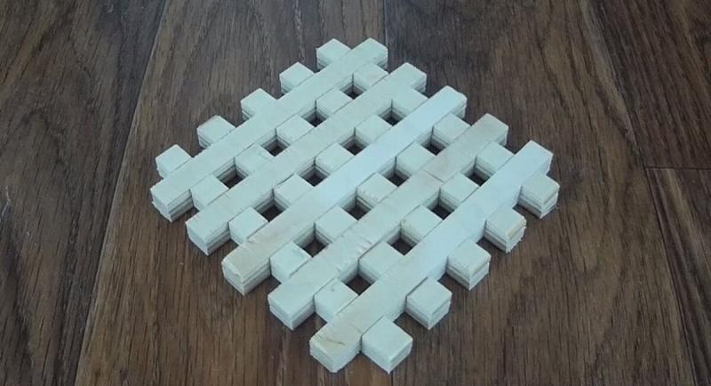 Как сделать деревянную решетку с помощью приспособления для ручного фрезера