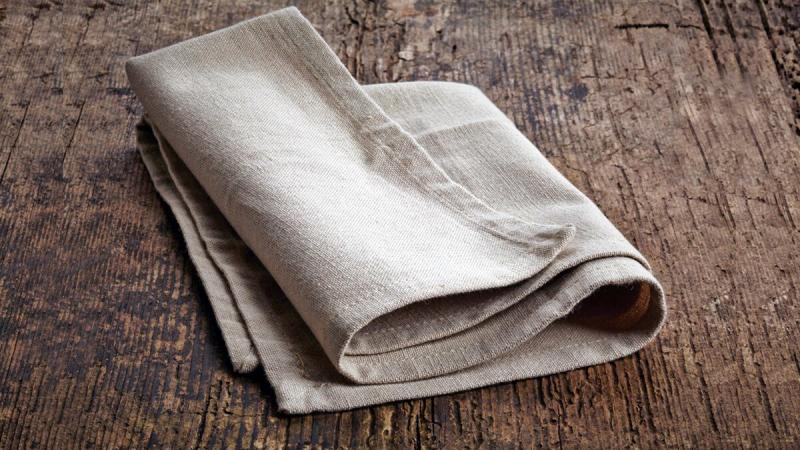 Кусок ткани, немного шпаклевки и клея превращаются в замечательную вещь для дома