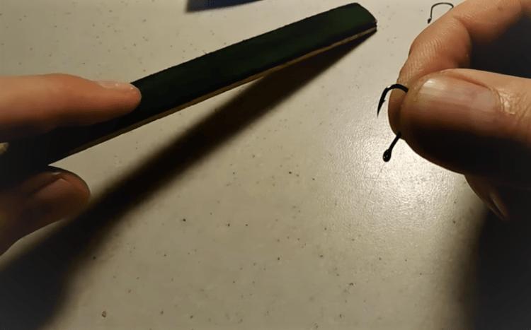Самодельная точилка для крючков, которую можно сделать за пару минут