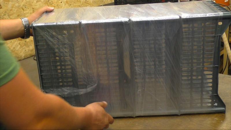 Сосед выкинул пластмассовые ящики, а я подобрал и сделал самоделку для домашнего хозяйства.