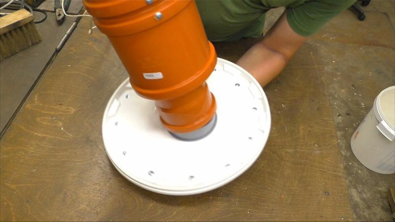 Увидел у отца на работе интересное устройство из двигателя от пылесоса, сразу себе сделал.