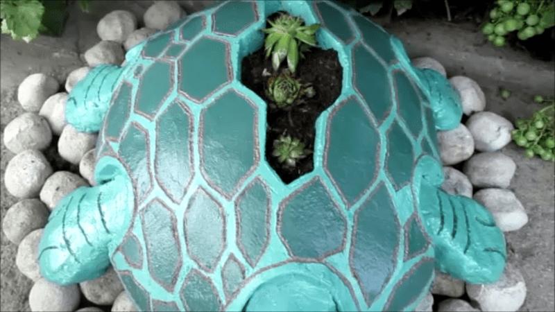 Увидела в интернете классную идею для сада и себе очень захотелось, смотрите что получилось.