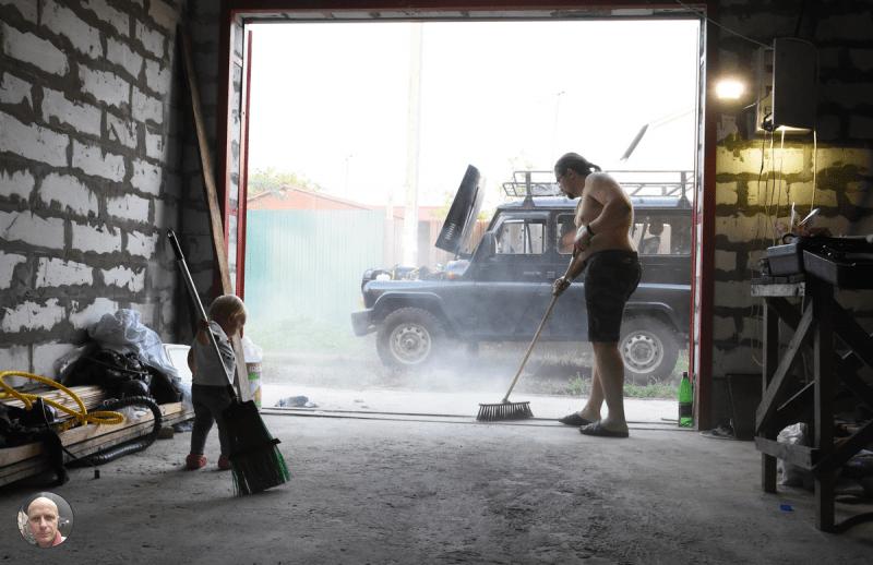 Что делать, если бетонный пол в гараже сильно пылит? Рассказываю старый эффективный дедовский метод