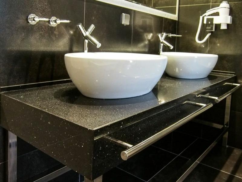 Функциональная мебель для ванной комнаты: тумба с раковиной
