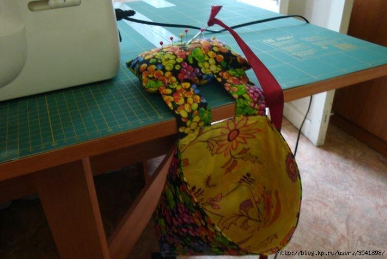 Яблоки, Бешеная Табуретка и мешочек для мусора как произведение искусства