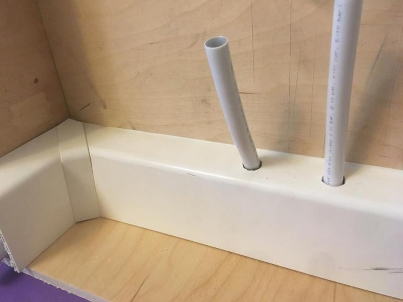 Как монтировать металлопластиковые трубы в плинтусах. Как выводить трубы для радиаторов отопления с нижним подключением