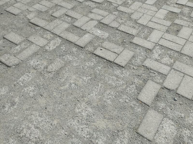 Мастер с ЖБИ подсказал как в разы увеличить срок службы тротуарной плитки. Я послушал совета, тесть нет. Сравнили