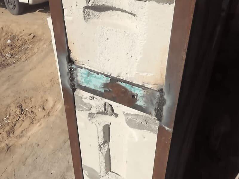 """Монтаж двери в газобетоне. Использую простой способ сделать надежное крепление в """"хрупком"""" материале."""