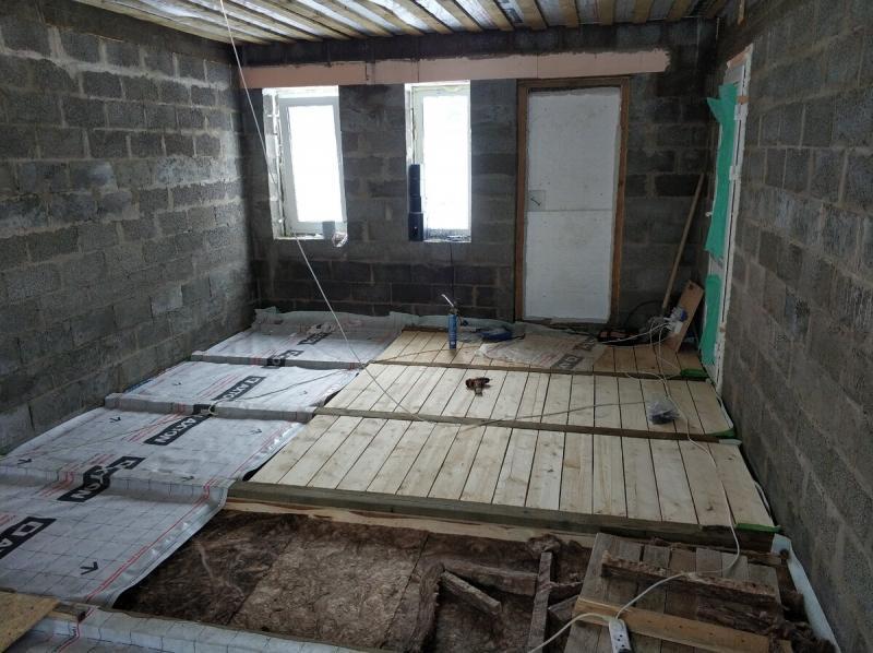 Монтаж плитки на деревянный пол. Показываю как сделал