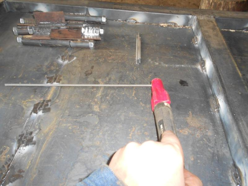 Почему сварщики предпочитают зажимать электрод под 45 градусов