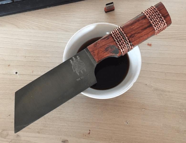 Просто и надёжно: монтаж проволокой накладок на нож . Как делаю я