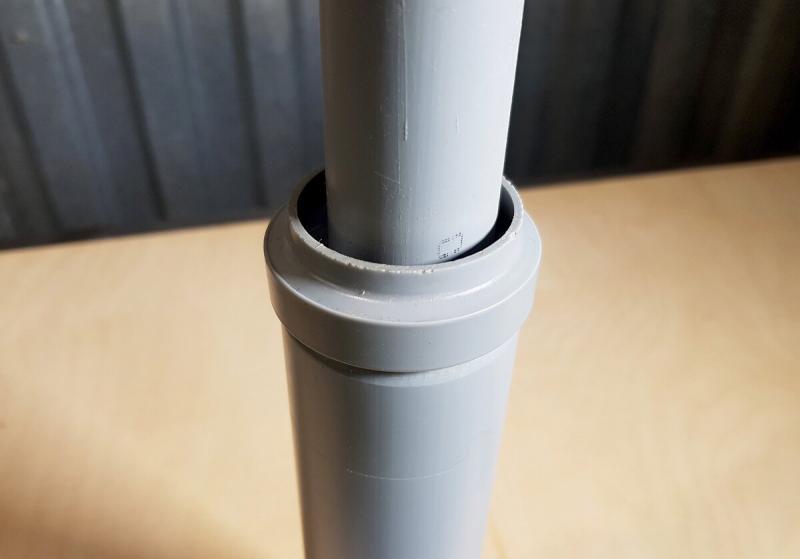 Самодельный указатель уровня воды в непрозрачной емкости для полива. Проще некуда