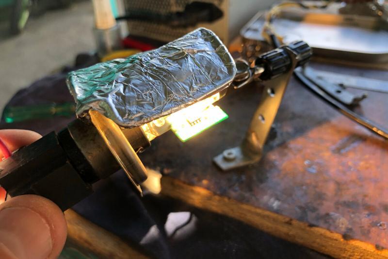 Сделал ИК паяльник из авто-галогенки на 60 Ватт. Решение, если у вас нет паяльного фена