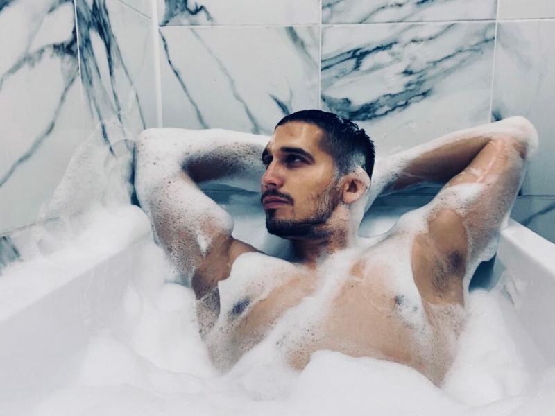 Ванная комната готова, классика с современностью. Теперь в ванной можно мыться часами.