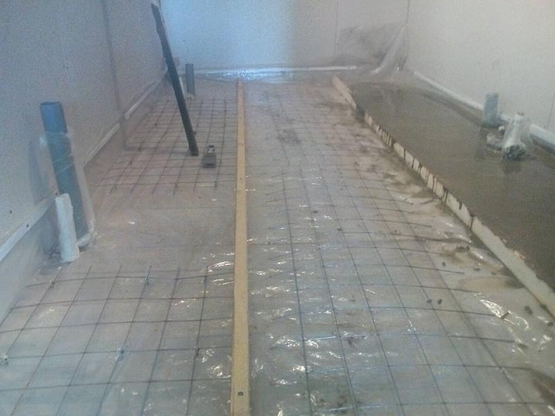 Залил бетон на деревянный пол, теперь боюсь по нему ходить.