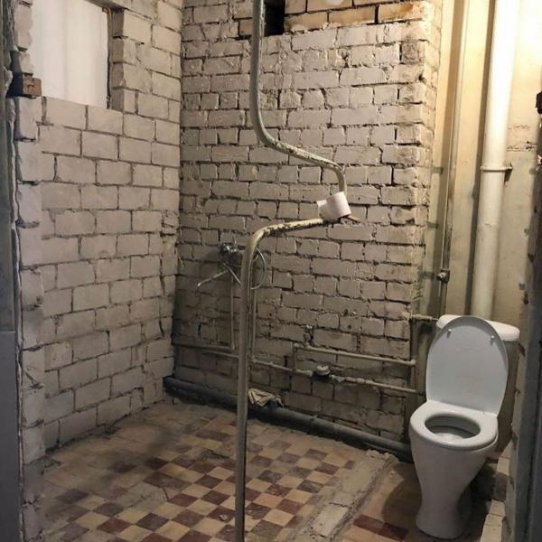 2 ванных комнаты до и после ремонта. Из старых и облупленных в современную красоту